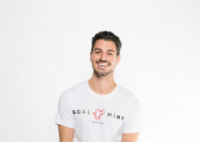 headshot-white-backdrop-goal-mine-7
